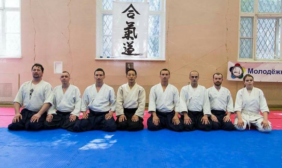 групповой снимок Эйджи Кацурада сэнсэй и представители РОИЯКС