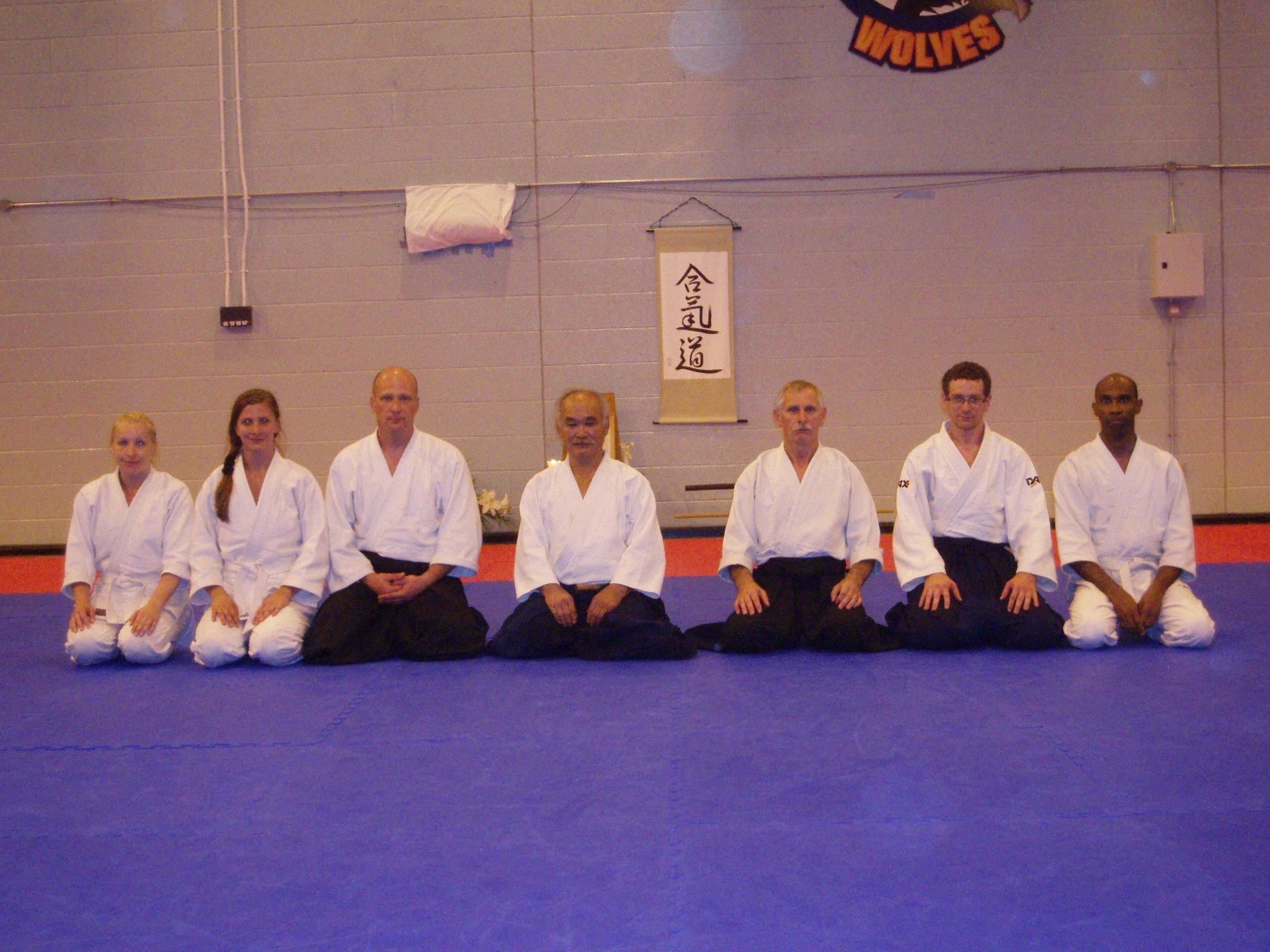 «На фото в центре Чиба сенсей, первый справа от него Стив Бичам, второй справа Михаил Родионов. 2011 год, Вустер, Великобритания»