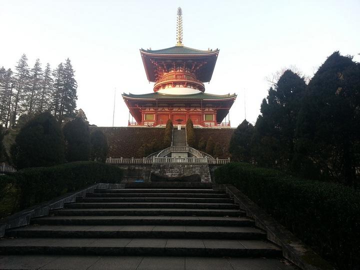 Огромная главная пагода, видная почти из любого места парка