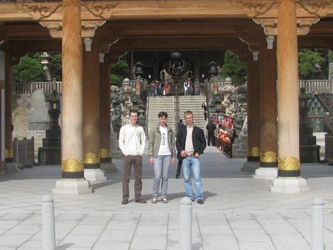 У буддийского храма в Нарите